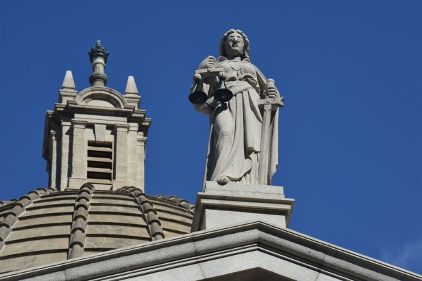 11 Statue of Justice and the bronze Tudor crown